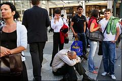 London, July, 1 (Maciej Dakowicz) Tags: street city uk greatbritain england people urban man london crowd busstop british