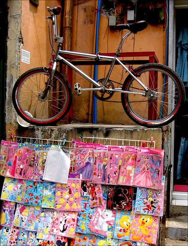 bike on hidalgo street, quiapo