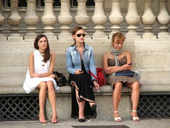 Body language -- and a shoe advert? (epape) Tags: people paris stone women sitting louvre bodylanguage tourists sit seated femmes 2007 touristes assise peoplesitting