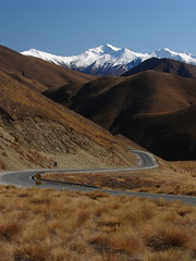 Lindis Pass (DeeKnow) Tags: holiday mountains spring nz southisland otago roads 2007