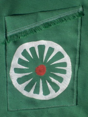 green daisy skirt, pocket