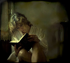 la lectora (alejandra baci) Tags: ourtime theworldwelivein texturesquared absolutegoldenmasterpiece artistictreasurechest visionqualitygroup redmatrix thelittlebookoftreasures lostcontperdidos truthandillusion