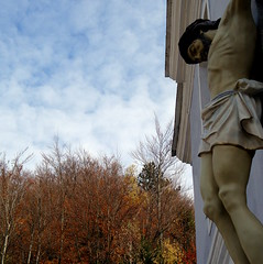 szenveds / passion (debreczeniemoke) Tags: autumn church catholic christ passion transylvania transilvania erdly sz cavnic krisztus muntiigutin kapnikbnya gutinhegysg szenved szentborblarmaikatolikustemplom felskapnik