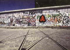 The Wall - West Berlin 1988 (edouardv66) Tags: west berlin history wall canon germany 1988 berlinwall histoire momument