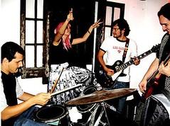 daggeratkoopke (Jos de la O) Tags: sunglasses rock religion fiestas parties roll bien patin bionico roqueras