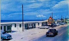 Peeks Beach motel, Panama City Beach, Florida. postcard 1950's (stevesobczuk) Tags: beach florida motel americana miraclestrip redneckriviera peeks vintagepostcards us98 frontbeachrd themiraclestrip