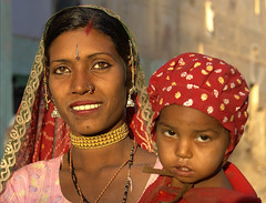 Shekhawati in Rajasthan (bjornra) Tags: india child mother jaisalmer rajastan noseringthefeminine