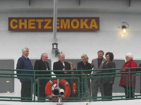 Gov. Chris Gregoire christens the Chetzemoka