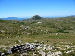 Restes de l'ancien observatoire devant le Castellu d'Ornucciu et le chemin parcouru depuis Bucchinera