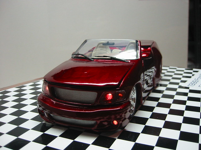ford scale top flames convertible pickup f150 motors lightning tamiya gears svt 125 revell retractible