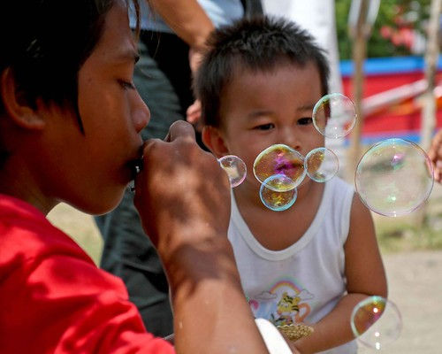 General Santos City, South Cotabato boy blowing bubbles  Buhay Pinoy Philippines Filipino Pilipino  people pictures photos life Philippinen  菲律宾  菲律賓  필리핀(공화국)