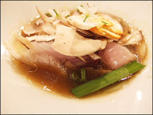 Mugaritz (Errenteria) - Stew of Tender Roasted Spring Onions with bone marrow