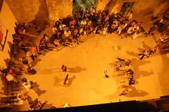 Musica a Otranto (effeci photo) Tags: sea italy music dog sun cane night d50 nikon italia mare shadows wind ombre musica mura soire sole soir otranto salento puglia salentu vento italians sera spettacolo sule adriatico pubblico apulia fortificazioni ientu effeci