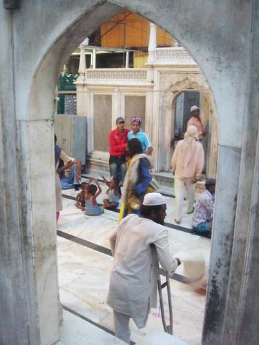 Hazrat Nizamuddin - Legless