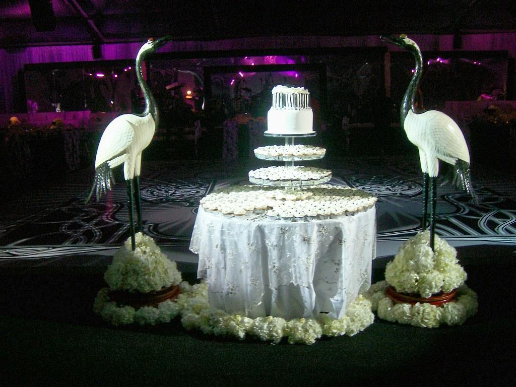 Black and white Wedding Cake Table White Hydrangea