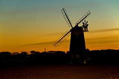 Windmill at dusk! (Susan SRS) Tags: uk sunset england house windmill silhouette rural canon landscape golden countryside photo zonsondergang tramonto conversion image dusk norfolk sigma gb goldenhour coucherdesoleil windmolen puestadelsol gnbatm  moulinvent burnhamoverystaithe frldak canonefs1755mmf28isusm platinumphoto occasus platinumheartaward canoneos7d october2010 image7234 molendinum
