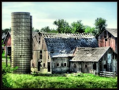 run-down (K2D2vaca) Tags: rural illinois farm country rustic barns il decayed danvers delapidated centralillinois welcomeall supershot outstandingshots mywinners abigfave aplusphoto diamondclassphotographer flickrdiamond k2d2vaca danversillinois
