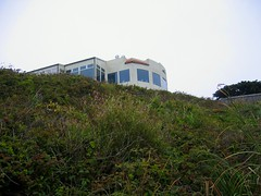 """house reminiscent of neil mccauley's beach getaway in """"heat"""" (permanently scatterbrained) Tags: california cali coast pacific pch highway1 pacificocean coastline westside californiacoast pacificcoasthighway"""