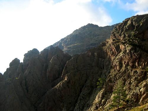 Depuis le bivouac : l'épine rocheuse de Tana di l'Orsu et son col 'infranchissable'