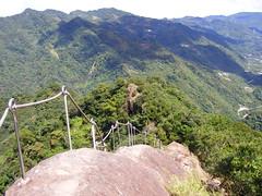 稜巖路 俯臨懸崖