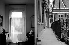 diptico (_tonidelong) Tags: summer blackandwhite white black blancoynegro blanco home monochrome y room negro budapest entrance august agosto verano hungria feher habitacion diptico fekete korut joszef