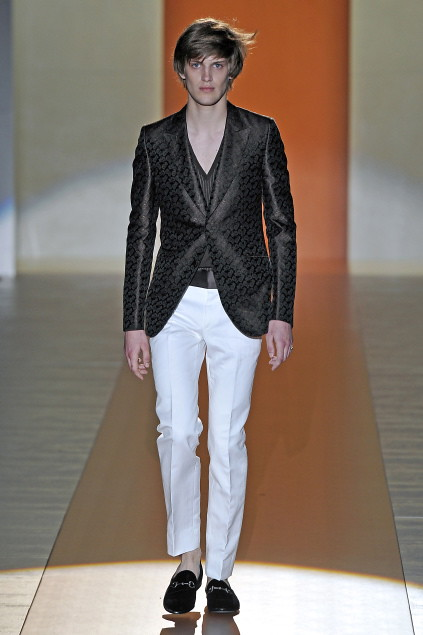 Axel Gillot3016_SS11_Milan_Gucci(first VIEW)
