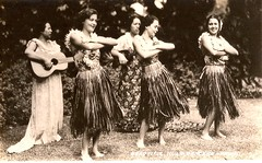 Hula Dancers (Lynn (Gracie's mom)) Tags: vintage hawaii dancers postcard hula postcards huladancers realphoto realphotos cammiangel hawaiandancers