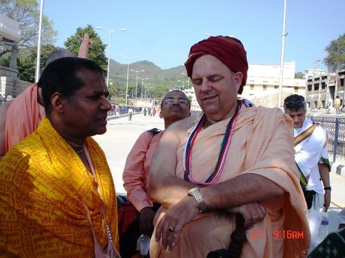 H H Jayapataka Swami in Tirupati 2006 - 0007 por ISKCON desire  tree.