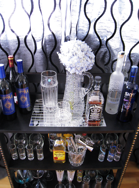 how to make a mini bar from bookshelves+liquor display+home bar