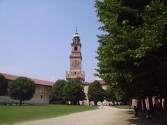 castello sforzesco (manuz73) Tags: verde torre cielo castello sforzesco prato vigevano rocchecastelli rocchefariecastellicastleslighthosesbelltowers