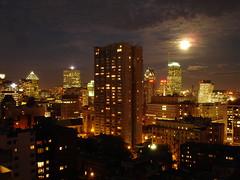 Moonrise Over Montreal (Bill Binns) Tags: city longexposure favorite moon canada skyline montreal balcony moonrise personalfavorite 2007 5photosaday cotcbestof2007