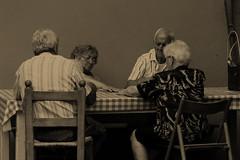 coppie che giocano a carte (Angelo Casteltrione (Aka alterdimaggio1957)) Tags: sepia italians anziani photoexplore