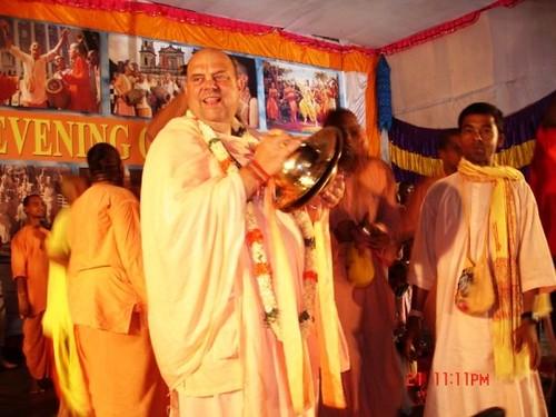 H H Jayapataka Swami in Tirupati 2006 - 0072 por ISKCON desire  tree.