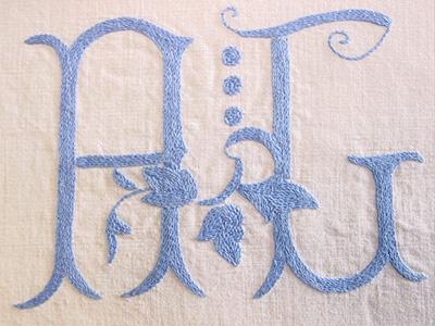 غرزة التطريز الحرف الاول للاسم monogram بالصور - غرزة تطريز 610466373_805b0c16bd_o.jpg