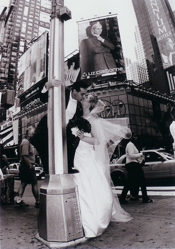 TimesSquare_KissingonPoleBW_Big