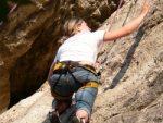 Mami beim Felsklettern