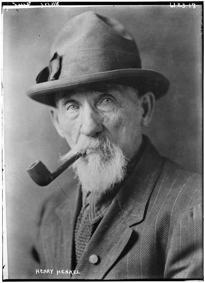 Library of Congress photo - old man with pipe and hat
