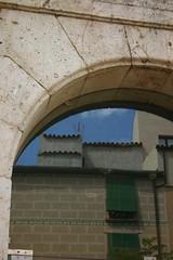 20070721-01-0018 (Valent Parrilla Aixel) Tags: door old city glass stone square mirror reflex arch arc catalonia part porta alta catalunya pedra antic tarragona mirall plaa vpa casc vidre catarra pallol catarr