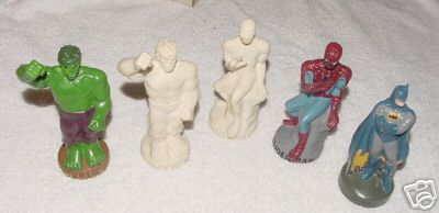 superheroes_statues