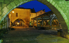 A glimpse of the bastide through the arcades V HDR* (David Giral | davidgiralphoto.com) Tags: old blue sky chien david france english history architecture rural evening nikon war europe village dusk cent dordogne villages medieval hundred hour entre loup years bluehour prigord d200 middle guerre et ans ages hdr heure bastide giral mdival monpazier magique nikond200 edwardi anglaise 18200mmf3556gvr entrechienetloup tthdr plusbeauxvillagesdefrance copyrightdgiral davidgiral pitorresque pitorresques ruraux