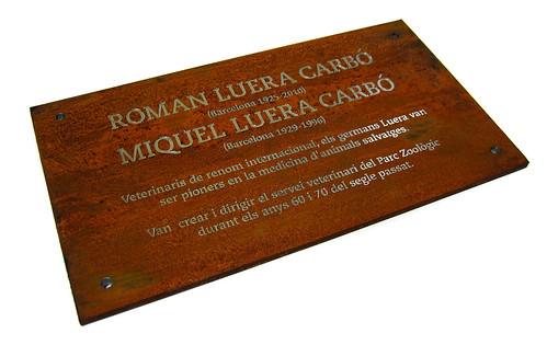 Placa conmemorativa o de homenaje grabada en acero corten