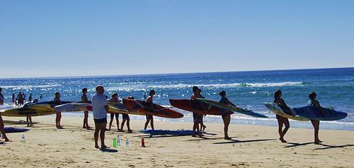 os famosos surfistas salva-vidas da Australia. Esses aqui são novatos aprendendo a serem salva-vidas