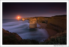 Mystical Moonset (Kah Kit Yoong) Tags: bravo greatoceanroad apostles portcampbell supershot superbmasterpiece excellentphotographerawards auselite platinumheartaward flickrslegend theperfectphotographer thegoldendreams thebestofgodscreation