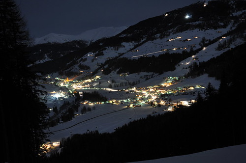 Sexten und Moos im Winter bei Nacht