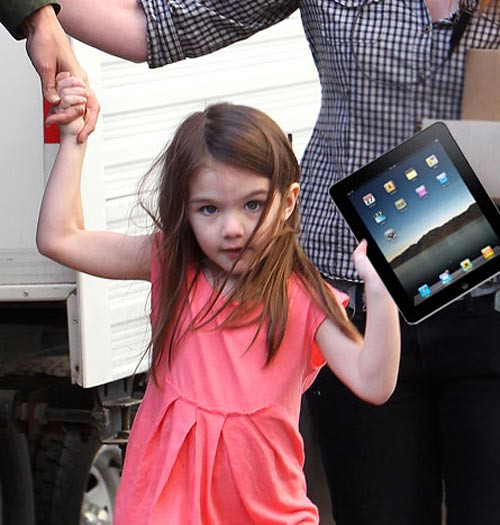suri-cruise-ipad by CelebrityFamily