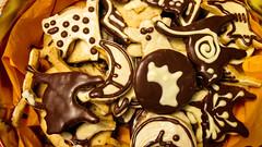 Halloween cookies (RaphaelWhite) Tags: halloween cookies cat dessert cookie trickortreat cinnamon treats biscuit trick macska kaka sti mz sz halloweentreats cococa sn mzessti cocoabiscuit fahj desszert keksz catcookie catbiscuit cinnamonbiscuit kakaskeksz halloweenbiscuit szikeksz fahjassti kakassti fahjaskeksz mzeskeksz