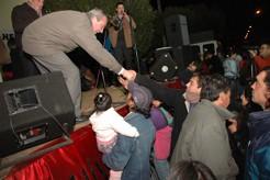 Sergio Cóser saluda a su público
