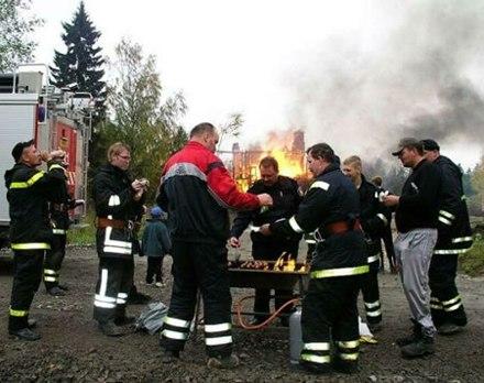 bomberos descanso para comer
