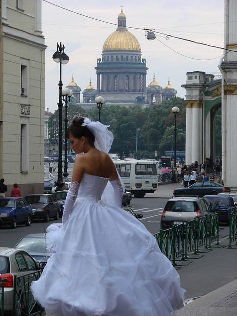 Novia Rusa of Russia in near St. Isaac's Cathedral