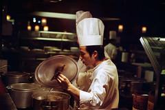 cooking (Fabio McCaree) Tags: food nikon fuji cook f100 cocina h 400 pro nikkor 18 50 cibo cucina cocinero cuoco maku cuochi drmaku